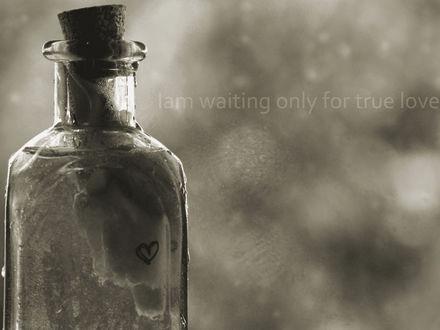 Обои Бутылка с сердечком (I am waiting only for true love.)