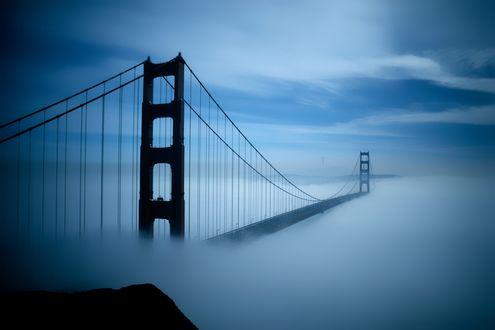 Обои Мост Золотые ворота / Golden Gate в Сан-Франциско / San-Francisco, USA / США в дымке утреннего тумана