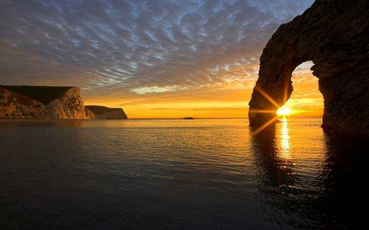 Обои Cолнце всходит над морем