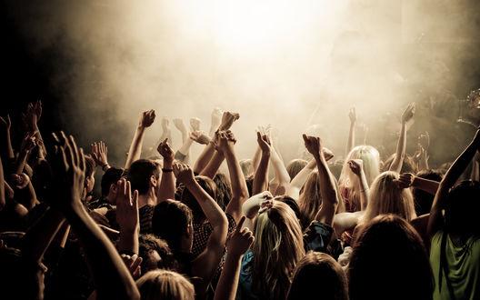 Обои Толпа людей на концерте