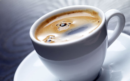 Обои Чашка ароматного кофе с пенкой