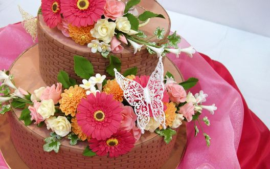 Обои Торт, цветы и бабочка