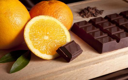 Обои Плитка черного шоколада  сочный апельсин и мандарин