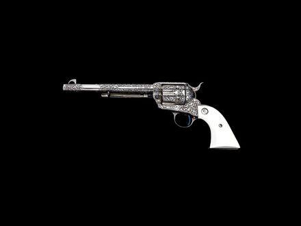 Обои Пистолет с инкрустациями