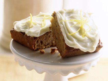 Обои Кусочки пирога покрытые красивым кремом