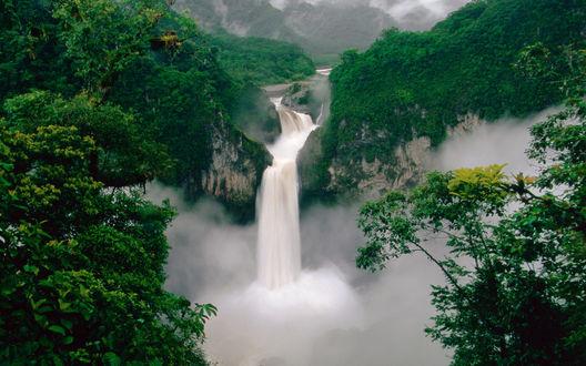 Обои Эквадор, красивый водопад в окружении гор и леса