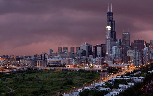 Обои Чикаго ,город на фоне неба затянутого тучами