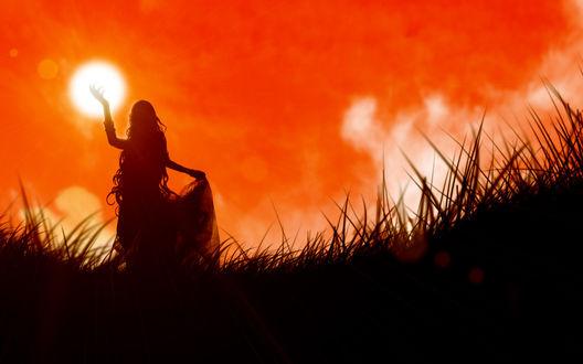 Обои Девушка в длинной юбке тянется к солнцу