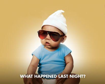 Обои маленький ребёнок сидит в очках (What happened last night?)