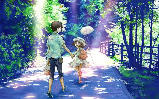 Обои Мальчик с девочкой идут по дороге