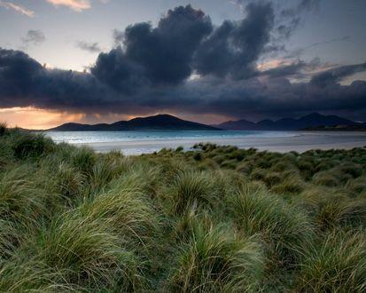 Обои Песчаный пляж перед грозой у моря