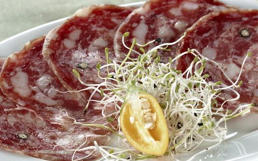 Обои Нарезка сырокопченой колбасы