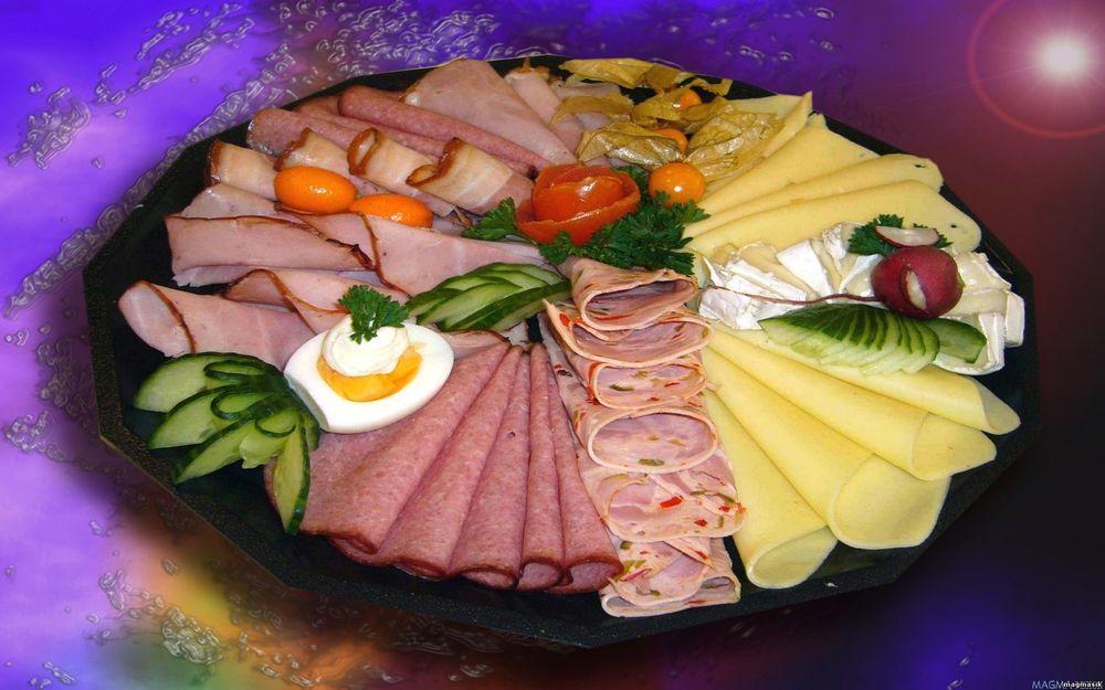 Обои для рабочего стола Ветчина, сыр, помидоры, огурцы, редис, петрушка