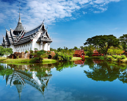 Обои Китайский храм у озера