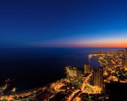 Обои Ночной берег мегаполиса у моря