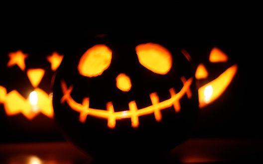 Обои Три безумно улыбающихся светильника Джека в Хэллоуин / Haloween