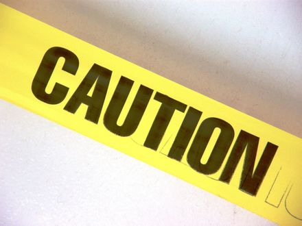 Обои Желтая лента с надписью Caution / Предупреждение