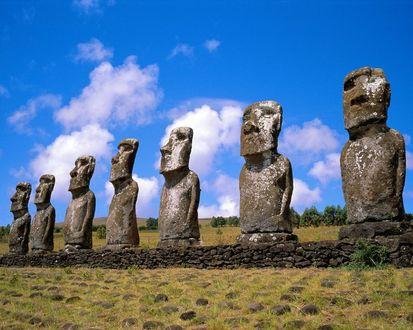 Обои Старые каменные идолы Аху Акиви / Ahu Akivi в Чили / Chili
