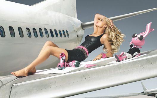 Обои Девушка с зайцем отдыхают на крыле самолета