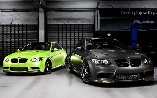 Обои Два BMW M3 / БМВ в гараже (Recaro, Come play with... )