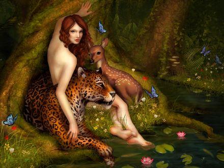 Обои Рядом с девушкой мирно лежит леопард рядом с оленёнком
