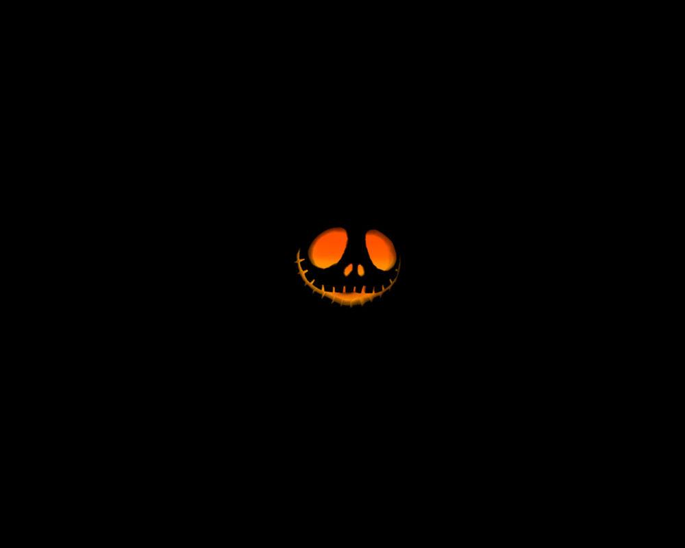 Обои для рабочего стола В кромешной темноте светит светильник Джека в Хэллоуин / Haloween