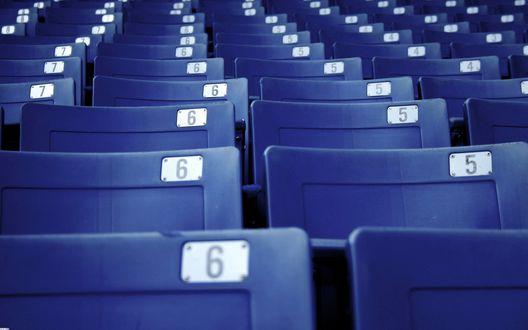 Обои Ряды пронумерованных кресел (7, 6, 5, 4)