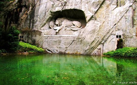 Обои Памятник 'Умирающий Лев' ( на немецком : Löwendenkmal), или Лев Люцерн, это скульптура в Люцерне, Швейцария (Helvetiorum fidei ac virtuti/Верность и мужество швейцарцев)