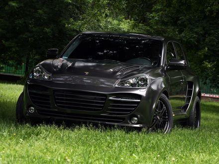Обои Черный Порш Кайен / Porsche на природе
