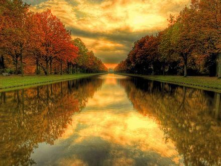 Обои Красивый канал в парке