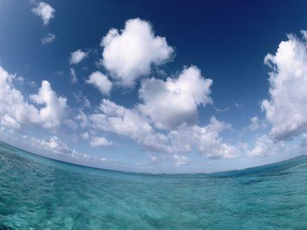 Обои Панорама лазурных волн моря, сверху голубизна неба