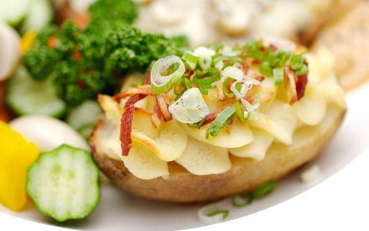 Обои Бутерброд с чипсами и овощами