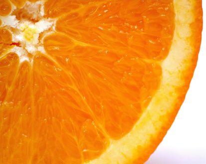 Обои Сочная долька апельсина