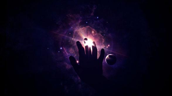 Обои Рука тянется к самой яркой звезде в темном космосе