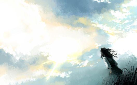 Обои Девушка смотрит на ясное небо в ожидании солнца