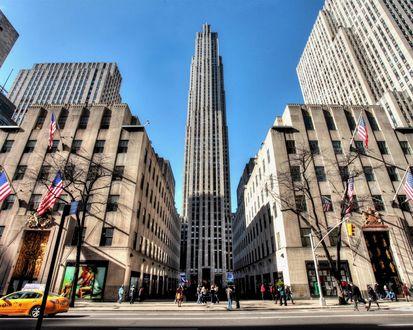 Обои Много этажные дома в Рокфеллер-центр с 5-й авеню в Нью Йорке / The Rockefeller Center NYC from 5th Avenue