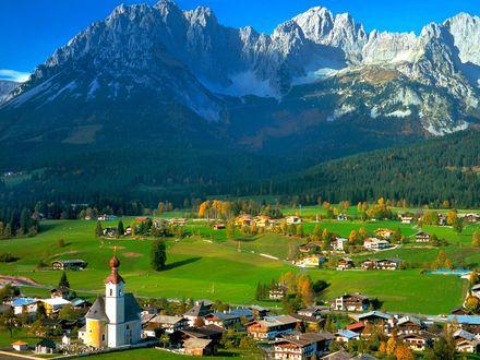 Обои Альпийский поселок исторической области Тироль, Австрия