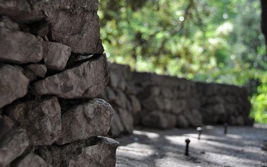 Обои Каменная кладка в саду