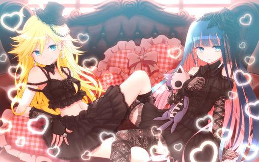 Обои Труська и Чулка из аниме Panty & Stocking with Garterbelt сидят на диванчике