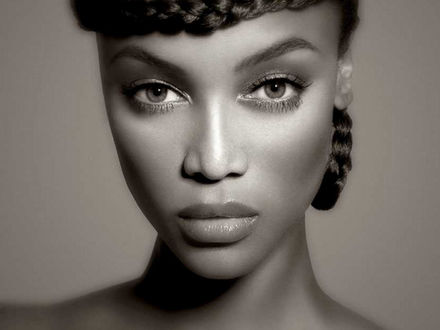 Обои Лицо модели Тайры Бэнкс / Tyra Banks крупным планом