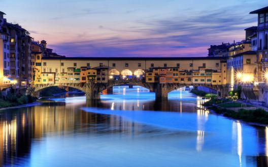 Обои Под голубым небом мост Понте Веккьо / Ponte Vecchio во Флоренции, Италия
