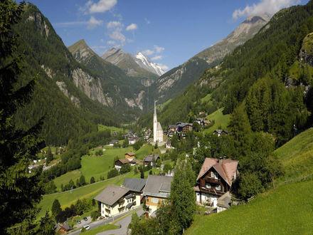 Обои Вид на горную деревню Хайлигенблут  Heiligenblut, земля Каринтия  Kärnten, Австрия