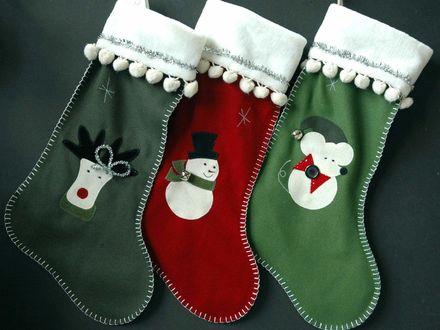 Обои Новогодние носки для подарков