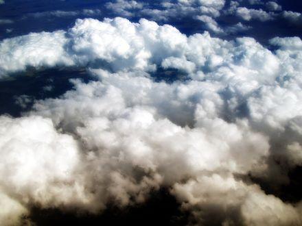 Обои Облака стали бронзовыми