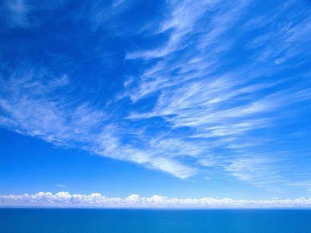 Обои Голубое небо над лазурным морем