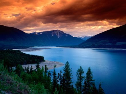 Обои Upper Arrow Lake, British Columbia, Canada
