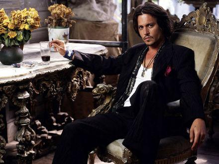 Обои Актер Джонни Депп / Johnny Depp в мрачной комнате