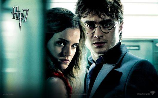 Обои Гарри Поттер / Harry Potter и Гермиона Грейнджер / Hermione Jean Granger из фильма Harry Potter and the Deathly Hallows / Гарри Поттер и Дары Смерти (HP7)