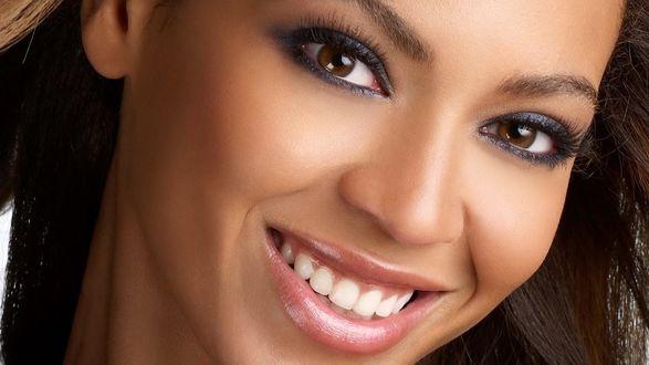 Обои Певица Бейонсе / Beyonce крупным планом