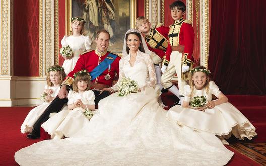 Обои Свадебное фото Кэтрин Элизабет Миддлтон / Catherine Elizabeth Middleton и Уильяма Артура Филипа Луиса / William Arthur Philip Louis в окружении детей